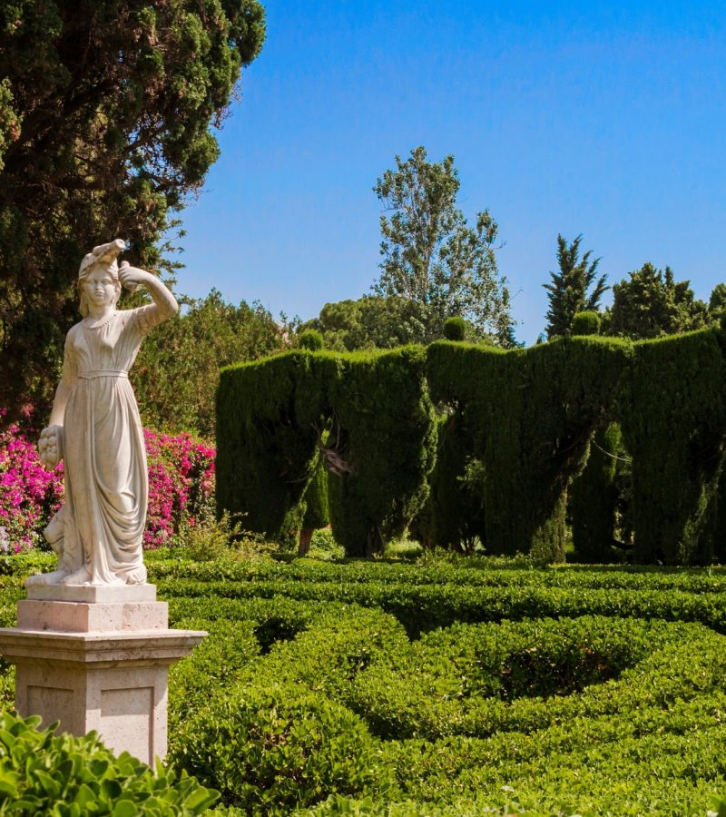 jardines-de-monforte-a-neoclassic-design-full-of-statues-pools-fountains-walkways-and-rest-areas_t20_LJk7vn